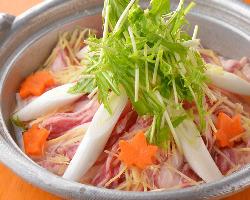 岩手県最高級銘柄豚の岩中豚の旨味たっぷりポカポカ鍋でほっこり