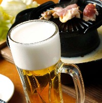 まずはビールでかんぱぁ〜い! 仕事の疲れも吹き飛びます。