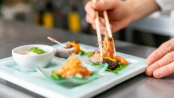 色鮮やかで絢爛豪華な中華料理を味わえるディナーコースをご用意