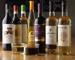 ワインは定番モノからツウ好みのものまで常時60種以上ご用意!