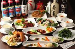コース料理は、本格的で満足できる味とボリューム