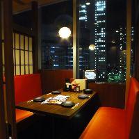 美味しいお料理やお酒と一緒に夜景を楽しめる人気の個室席です♪