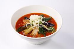 【太陽の茄子ラーメン】ピリ辛スープと甘い茄子が絶妙なバランス