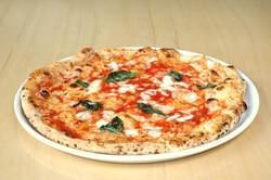 イタリアから取り寄せた窯で焼くピッツァは絶品!!