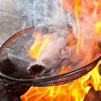 【豪快炭火焼き】 炭の香りと知覧どりの食感をお楽しみ下さい