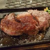 人気の「厚切りロースステーキ」焼き加減はお好みでご提供♪