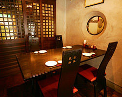 接待にもピッタリな4名様個室 贅沢な空間で香港本場の味を!