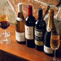 世界中から厳選した赤・白・スパークリングワインをラインナップ