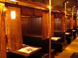 半個室4~6名様席がございます。用途に合わせてお選び下さい。