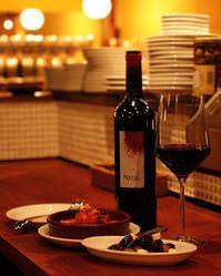 グラスワインは500円~ 35種以上のボトルワインは3500円~