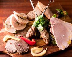 肉料理の冷温前菜が愉しめる人気のワンプレート1,980円(税抜)