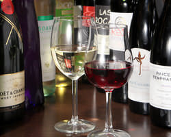 店名にもあるようにワインにはこだわっております