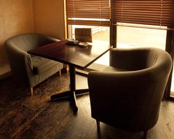 2名様用のソファー席。 ゆっくりとお食事をお楽しみ下さい