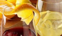 フレッシュなフルーツの風味が豊かなサングリアは女性にも人気