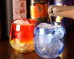 泡盛は琉球グラスで。沖縄気分を盛り上げます!