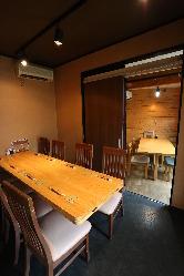 テーブル個室(最大8名) 光があふれるお庭付き個室。