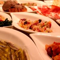 年間200種類以上。地中海小皿前菜が380円。
