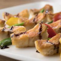 シェフの確かな技と季節味が輝く約40種の料理がズラリ