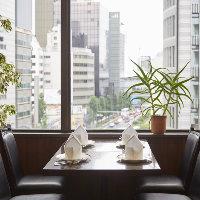 刻々とうつりゆく東京の美しい景観を満喫しながらお食事を…