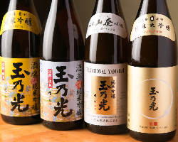 こだわりの純米吟醸酒は、熱燗2種類・冷酒3種類の品揃え