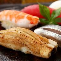 全国から旬の新鮮な魚を直送、自慢のにぎりは格別♪