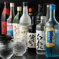 珍しい素材を使った焼酎や地酒は、店長厳選人気の品揃え♪