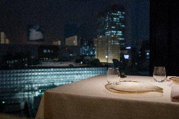 ベージュ アラン・デュカス 東京の画像