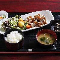 ■旬の料理をゆったり楽しむ、 人数に合わせた個室空間■