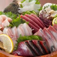 朝どれ直送の新鮮な魚をふんだんに盛り付けた贅沢海鮮海彦盛り