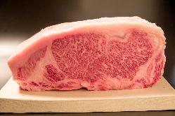 厳選青森県産倉石牛ランクA5使用。甘みと柔らかさが特徴です。