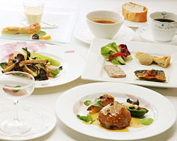 旬の食材満載の人気のコース料理は4200円~とリーズナブル♪