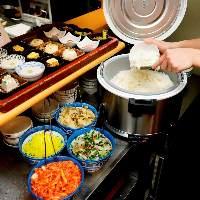 【具沢山】 定食は具だくさん味噌汁のほか白米食べ放題もセット