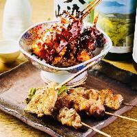 串好自慢七輪焼き つくば鷄を使用し、季節の野菜を添えた一品。