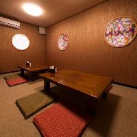 1階の秘密の個室。座敷席なので子供連れもご年配の方も安心。