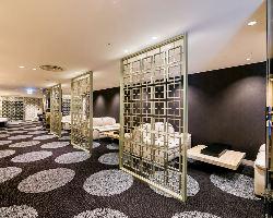 [広々贅沢空間] スペースを贅沢に使用した空間で優雅なご宴会を
