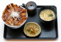 特上国産本ロース豚丼(並) 味噌汁セット
