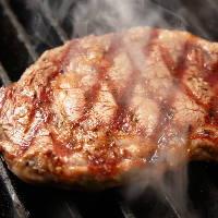 ハンバーガーと一緒に楽しめるステーキも絶品!