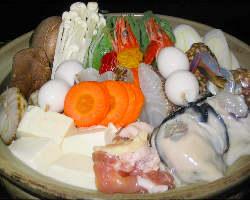 【冬限定】新鮮なお野菜とお肉がたっぷり入ったお鍋。※要予約