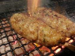 つくねセンパイ♪ 5種類の国産鶏肉を使った自慢の一品!!!