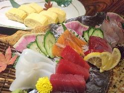 旬の鮮魚や、拘りの一品料理を御用意しております。