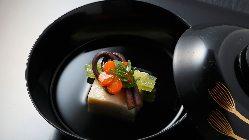 ~鰊そば~ 京都では有名な鰊蕎麦。小鉢とデザート付き。