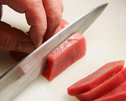 季節の厳選食材を贅沢使用。 一品一品真心込めてお造りします。