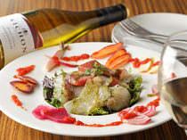 小坪漁港の魚と朝採れの鎌倉野菜のお刺身サラダは大人気!