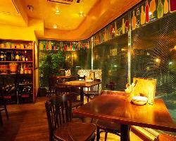 手作り感のあるスタイリッシュな空間でお食事をお愉しみ下さい。