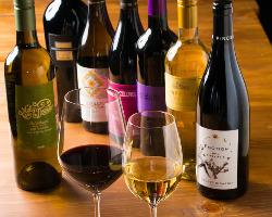 ワインバーにも勝るとも劣らない厳選各国ワインは50種類以上