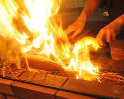 鰹の藁焼き 目の前で焼きあげます♪