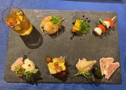 ワインの種類は80種類!グラス450円~ボトル2200円~!