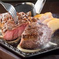 当店自慢のお肉料理を一口頬張れば広がる旨味に誰もが納得!