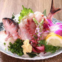 石垣牛やあぐー豚など島素材で仕立てた沖縄創作料理や郷土料理