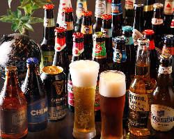 約40種の中から定期的に入れ替わる世界のビールも人気